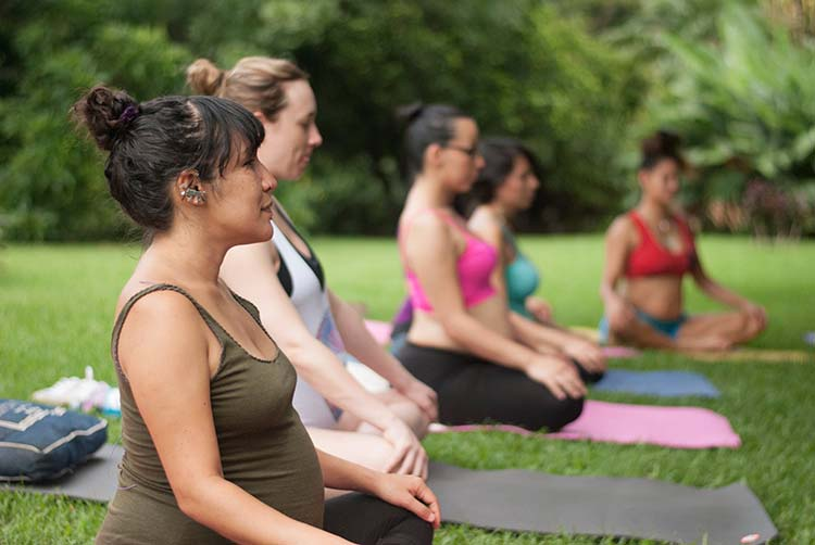 mujeres-embarazadas-yoga