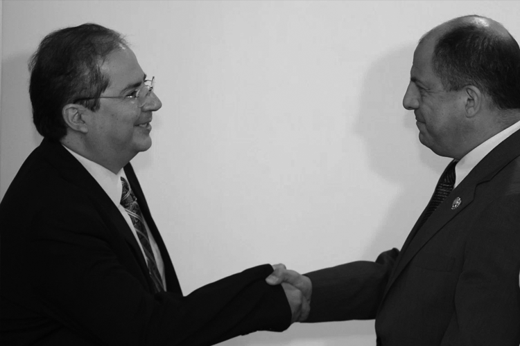 Imagen original tomada del sitio web de la Presidencia de Costa Rica.